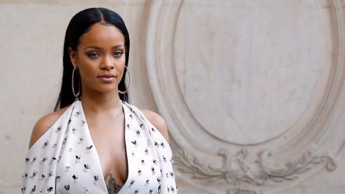 """Nouvelle histoire d'amour entre Rihanna et LVMH pour une marque de luxe, après """"Fenty Beauty""""   https://www.francetvinfo.fr/culture/mode/nouvelle-histoire-d-amour-entre-rihanna-et-lvmh-pour-une-marque-de-luxe-apres-fenty-beauty_3437329.html…p"""