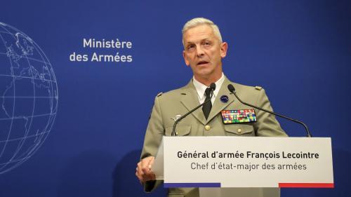 """VIDEO. """"C'est très douloureux"""" : le chef d'état-major des armées très ému après la mort de deux militaires français au BurkinaFaso"""