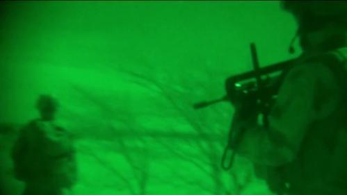 VIDEO. A découvert et de nuit : la délicate opération de sauvetage des otages qui a coûté la vie à deux soldats d'élite français