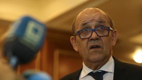"""Le Drian regrette les """"risques majeurs"""" pris par les deux otages français libérés au BurkinaFaso"""