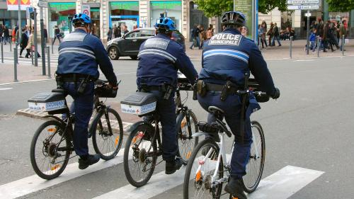 Nice : trois policiers municipaux se font agresser par un groupe de jeunes adultes alcoolisés