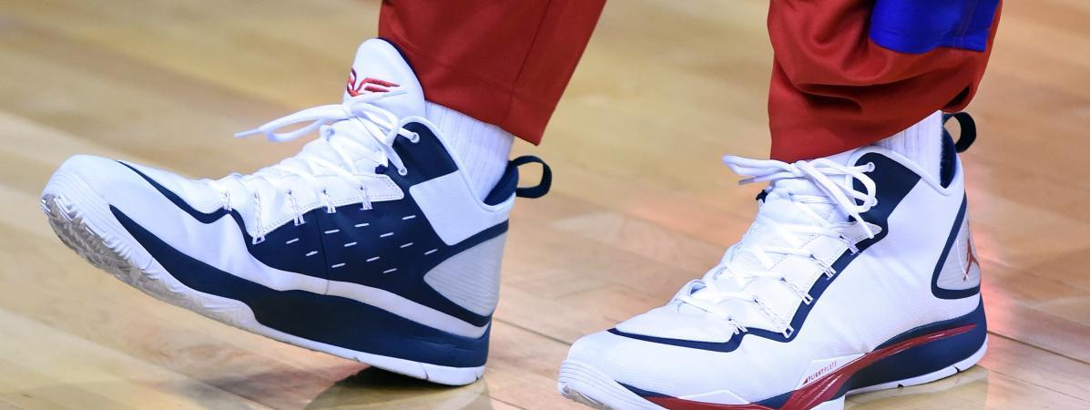 competitive price 82f1e 46a2f Blake Griffin de l  équipe de basket Los Angeles Clippers porte des sneakers  Air