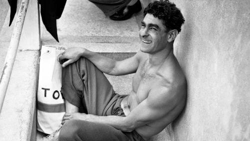 """VIDEO. Qui est Alfred Nakache, le """"nageur d'Auschwitz"""", qui va entrer au panthéon de la natation ?"""