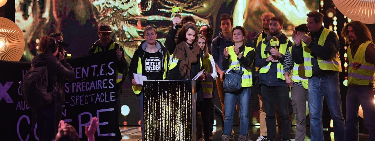"""Des \""""gilets jaunes\"""" à la 31e cérémonie des Molières le 13 mai 2019 à Paris."""