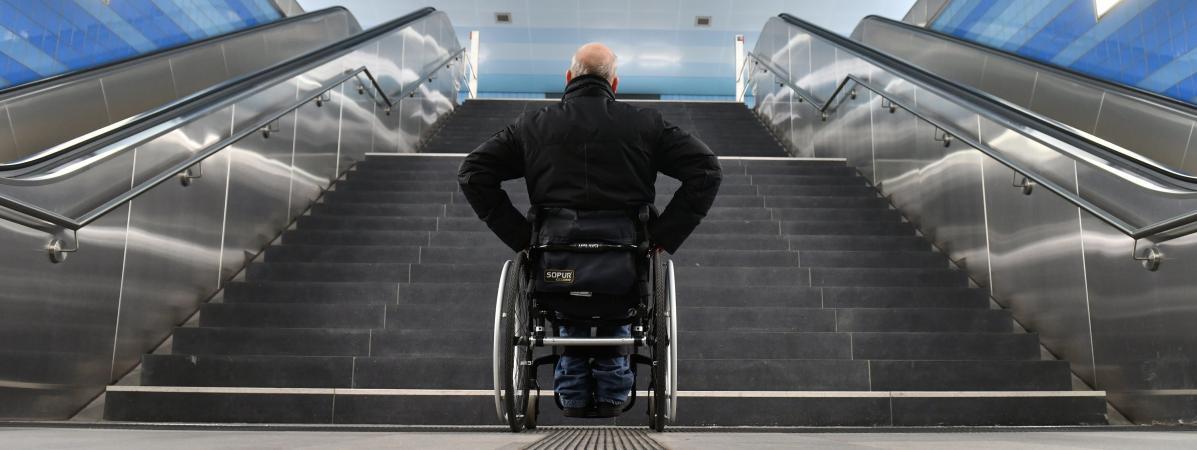 """Résultat de recherche d'images pour """"handicapés africain face à des escaliers"""""""