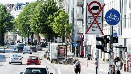 """Sur les routes de l'Europe. En Allemagne, Hambourg est la première ville à avoir dit """"nein"""" au diesel"""