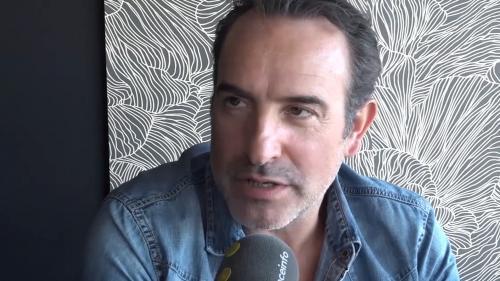 """VIDEO. """"Faire un film comme s'il n'allait jamais sortir"""", Jean Dujardin nous explique pourquoi le nouveau film de Quentin Dupieux l'a séduit"""