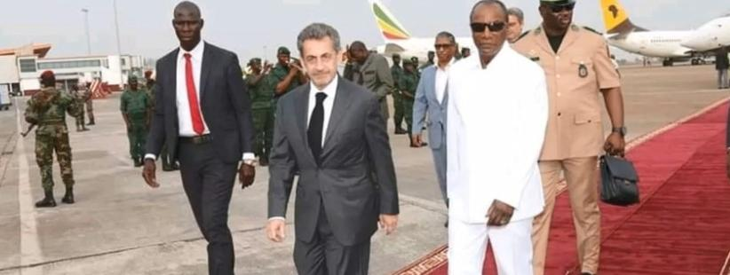 Le tapis rouge a été déroulé pour l\'accueil à Conakry de l\'ancien président français, Nicolas Sarkozy, le 21 février 2019.