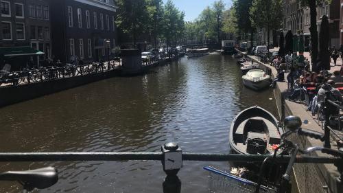 Sur les routes de l'Europe. A Amsterdam, l'idée d'égalité salariale hommes-femmes part en fumée