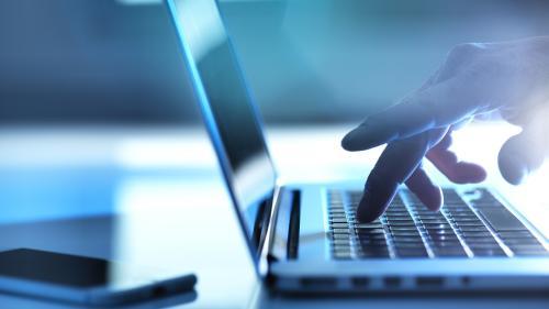 Harcèlement en ligne : un adolescent témoigne