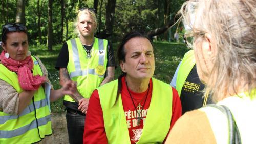 """""""Je vis sur la route, mais sans concert au bout"""": on a passé une journée avec Francis Lalanne, tête de liste """"gilets jaunes"""" aux européennes"""