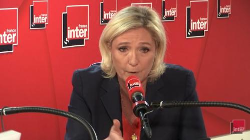"""Chômage : Marine Le Pen dénonce """"une baisse dérisoire"""""""