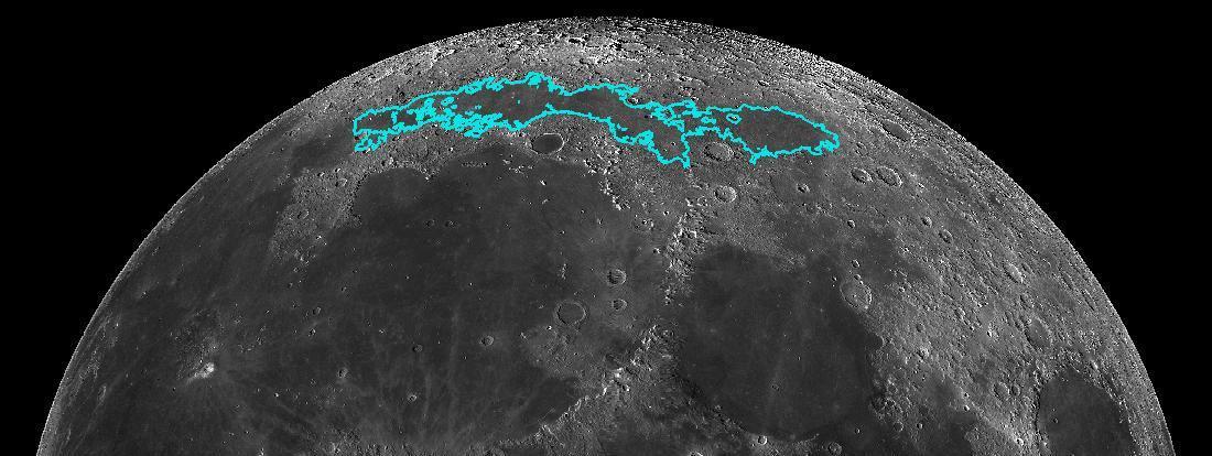 Le phénomène se traduit dans les fissures et les chevauchements visibles à la surface de la Lune, en bleu sur cette photo de la Nasa diffusée le 13 mai 2019.