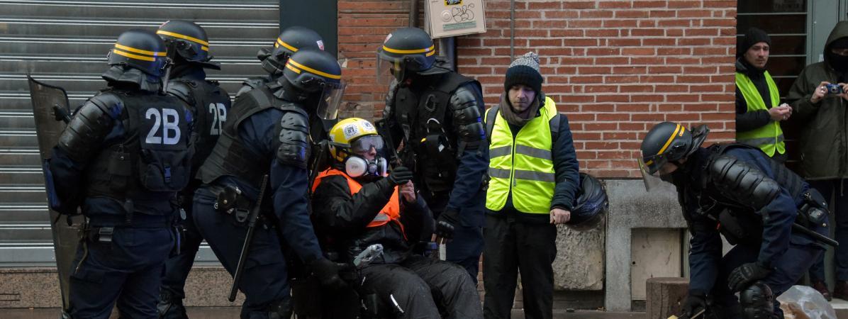 """Odile Maurin. """"Des accusations fantaisistes"""" : une femme """"gilet jaune"""" accusée de s'être servi de son fauteuil roulant comme d'une """"arme"""""""