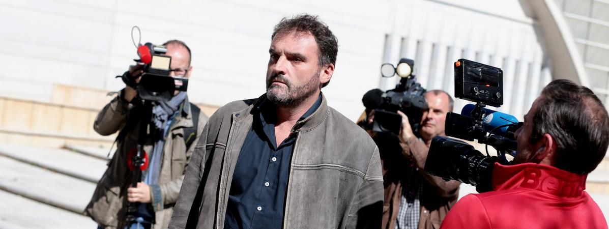 Besançon : le docteur Péchier, mis en examen pour 17 nouveaux cas d'empoisonnements, laissé libre sous contrôle judiciaire