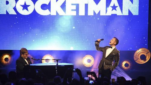 """VIDEO. Elton John en duo à Cannes sur """"Rocket Man"""" avec l'acteur Taron Egerton qui l'incarne à l'écran"""