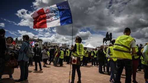 """""""Gilets jaunes"""" : 15 500 manifestants en France dont 1 600 à Paris, selon le ministère de l'Intérieur, la plus faible mobilisation depuis le début du mouvement"""