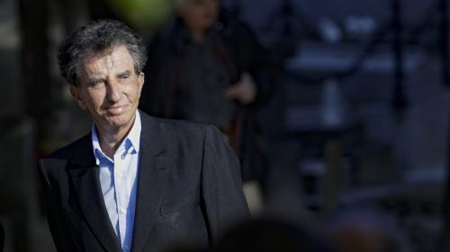 """Polémique sur Alain Delon honoré à Cannes: Jack Lang dénonce """"une forme de maccarthysme culturel"""""""