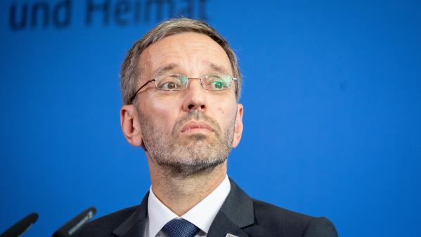Autriche : le ministre de l'Intérieur d'extrême droite limogé, les autres ministres de sa formation démissionnent