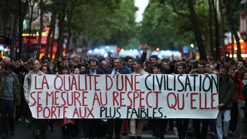 """Vincent Lambert : plusieurs centaines de personnes marchent à Paris pour réclamer une """"grâce présidentielle"""""""