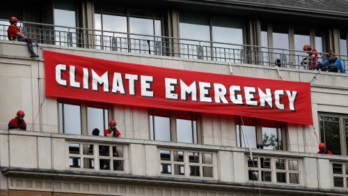 Dix militants de Greenpeace arrêtés lors d'une action contre le siège de BP à Londres