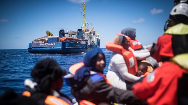 Après la saisie d'un bateau de Sea Watch, des migrants débarquent à Lampedusa, malgré l'interdiction de Matteo Salvini