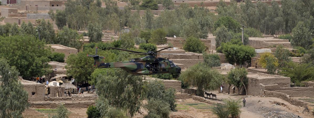 La région de Gao, au Mali, survolée par le président Emmanuel Macron à bord d\'un hélicoptère de l\'armée française le 19 mai 2017.