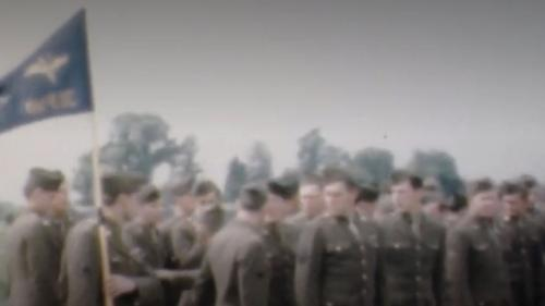 Seconde Guerre mondiale : le quotidien de soldats filmé en couleur