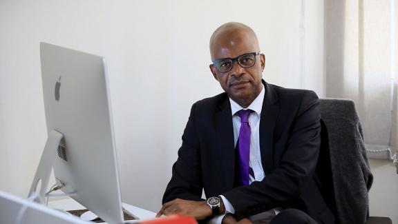 Photographe gabonais, Désirey Minkoh est fondateur de l\'agence Afrikimages qui regroupe une quinzaine de ses confrères d\'Afrique centrale et occidentale.