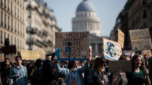 """Les jeunes mobilisés pour le climat cherchent un parti qui """"s'engage vraiment"""" pour la planète"""