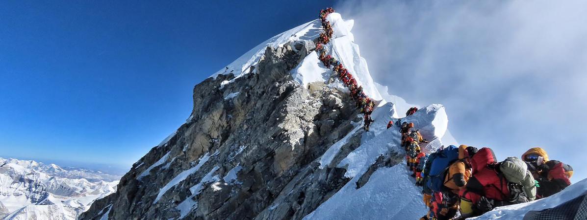 Les embouteillages au sommet de l'Everest ont fait sept morts parmi les alpinistes
