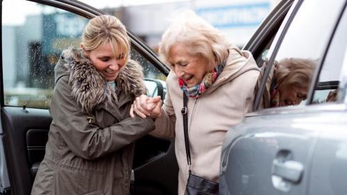 franceinfo seniors. Nouvelle campagne d'information aidants-personnes âgées
