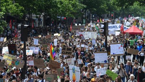 A Tours ou Paris, les jeunes de nouveau dans la rue pour l'action climatique