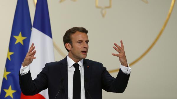 """Reconstruction de Notre-Dame: Emmanuel Macron """"assume pleinement"""" le calendrier """"serré"""" de cinq ans"""