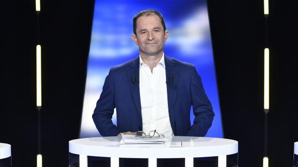 """Européennes: """"Heureusement qu'il y avait une belle République pour accueillir des Bardella"""", lance Hamon à la tête de liste du RN"""