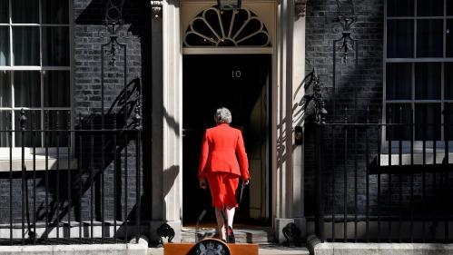 """DIRECT. Après l'annonce de la démission de Theresa May, Emmanuel Macron appelle à une """"clarification rapide"""" sur le Brexit"""