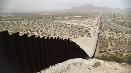 Etats-Unis : un juge bloque le projet de Trump sur le mur à la frontière du Mexique