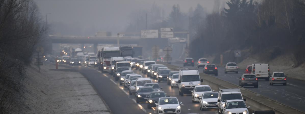 Un embouteillage à Lyon (Rhône), le 24 janvier 2017, lors d\'une journée de mesures anti-pollution.