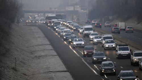 La pollution de l'air due au trafic automobile affecte directement la santé respiratoire des habitants des villes