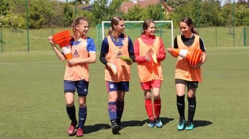 """""""Il a fallu se battre"""" : comment le foot féminin s'est peu à peu imposé dans un club amateur du Rhône"""