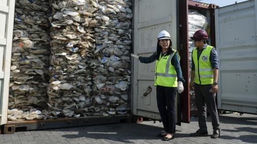 """La Malaisie refuse de devenir """"la décharge du monde"""" (et va retourner à l'envoyeur des centaines de tonnes de déchets plastiques)"""