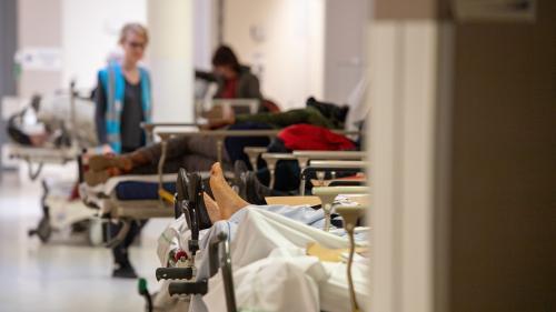 """""""On voit des infirmières quitter l'hôpital en larmes"""" : entre épuisement et agacement, les urgences au bord de l'implosion"""