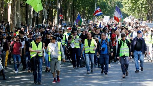 """""""Gilets jaunes"""" : 9 500 manifestants recensés en France par le ministère de l'Intérieur, nouveau record à la baisse depuis le début du mouvement"""