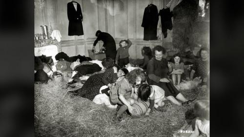 """""""Quand les bombes tombaient, maman nous disait de faire notre prière"""" : deux Normandes racontent le Débarquement"""