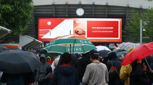 """Roland-Garros : malgré la pluie et la """"déprime"""", les spectateurs privés de matchs mercredi n'ont pas tout perdu"""