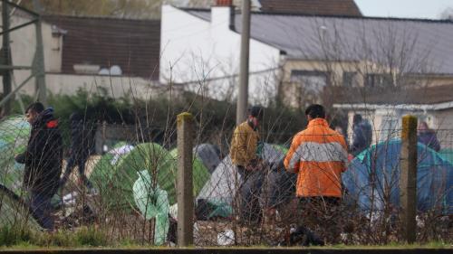 """Amnesty dénonce """"des agressions"""" par les forces de l'ordre sur des militants qui aident les migrants à Calais et Grande-Synthe"""