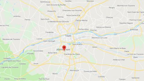 """Indre-et-Loire : sept hommes condamnés à de la prison ferme pour avoir créé un """"drive de la drogue"""" https://www.francetvinfo.fr/economie/emploi/metiers/droit-et-justice/indre-et-loire-sept-hommes-condamnes-a-de-la-prison-ferme-pour-avoir-cree-un-drive-de-"""