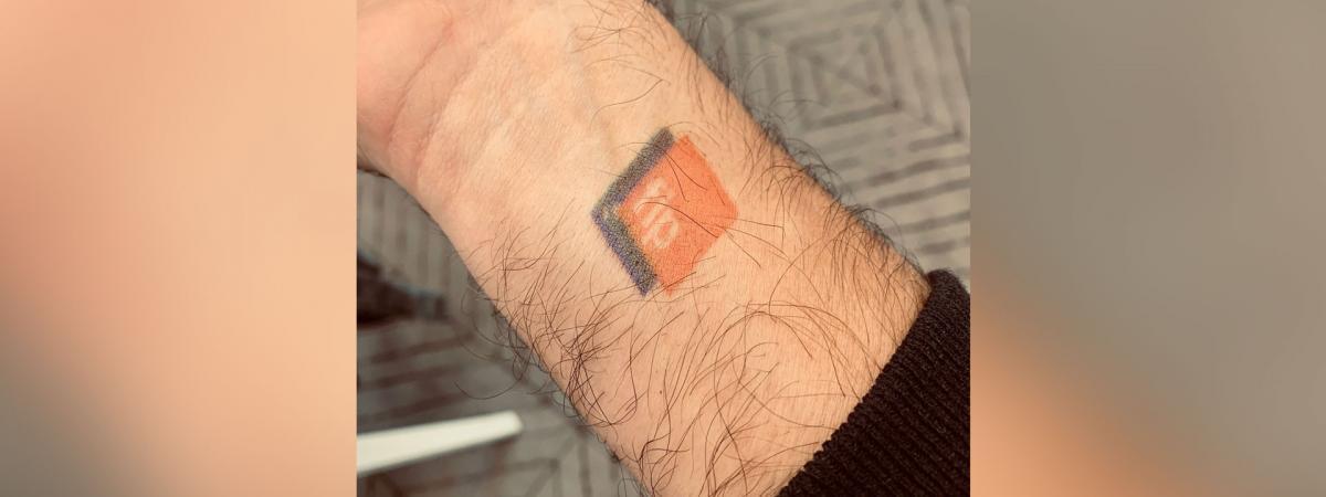 Toujours aussi fan de FIP, le fondateur de Twitter se fait tatouer le logo de la radio sur le bras