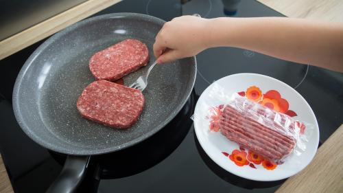 """Steaks hachés frauduleux : """"Les bénévoles ont constaté une mauvaise qualité visuelle et gustative"""" raconte le Secours populaire"""