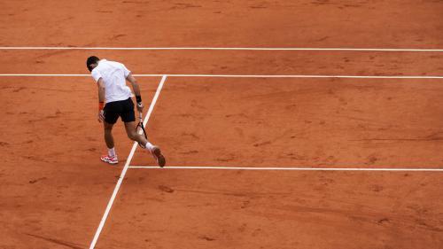 """VIDEO. """"Vous avez déjà joué au tennis ?"""" : en colère, Novak Djokovic interpelle l'arbitre en demi-finale de Roland-Garros"""